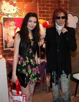YOSHIKI 手術 彼女 結婚 年齢 本名